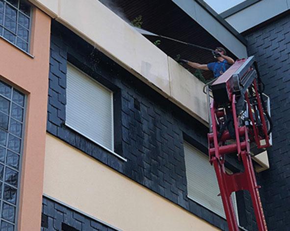 Fassadenreinigung Velbert mit Steiger